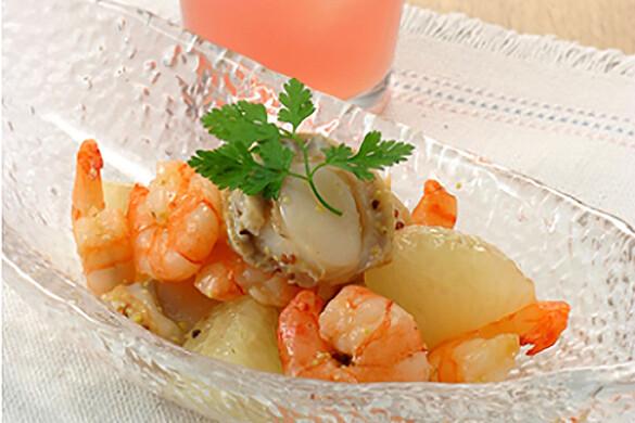 グレープフルーツと魚介のサラダ
