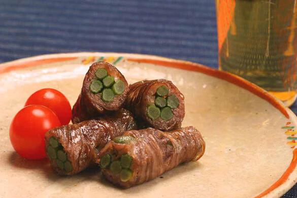 ニンニクの茎の牛肉巻き
