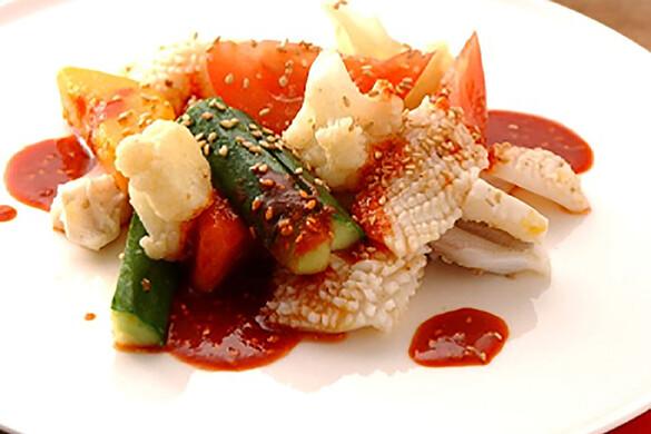 トマトとイカの冷菜