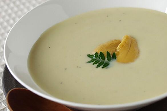 サツマイモとウニのスープ