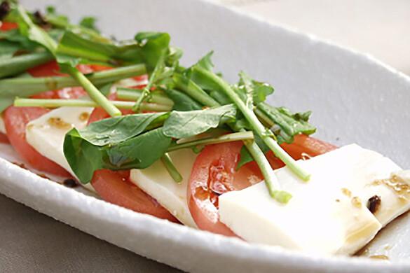 完熟トマトと豆腐の和風カプレーゼ