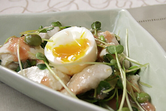 おぼろ豆腐と半熟卵のサラダ タラコソース