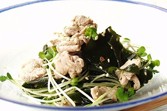 ワカメと貝われ大根の中華風サラダ