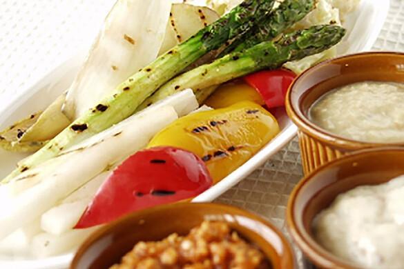 グリル野菜と3種のディップサラダ