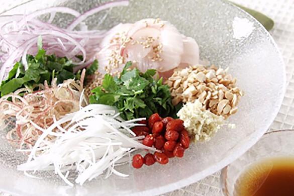 白身魚とナッツの中華風サラダ