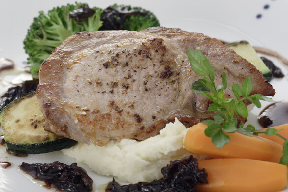豚肉のグリル オニオンバルサミコソース