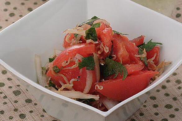 トマトと大葉とじゃこのサラダ