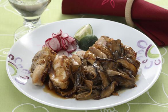 鶏とキノコのカボスバターソース