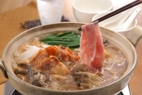 豚バラ肉とタラコの特製キムチ鍋