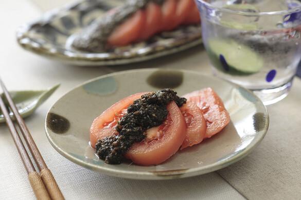 トマトのサラダ 黒ゴマドレッシング