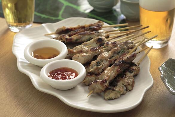 鶏肉と豚肉のサテ