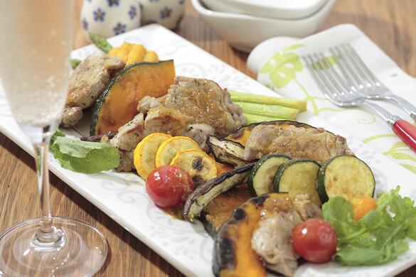 豚肉と夏野菜のグリルサラダカレー風味