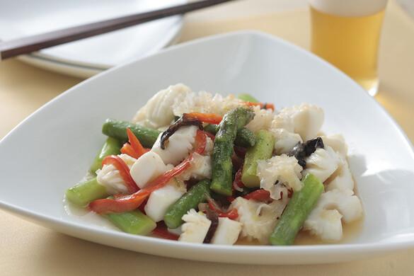 アスパラガスとイカの炒め物