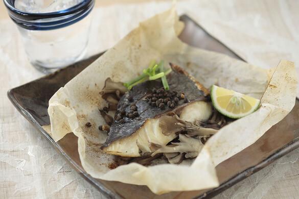 マイタケと白身魚の紙包み焼き