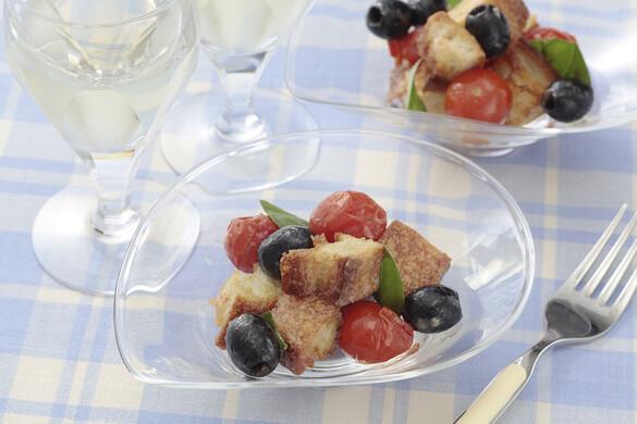 焼きトマトとバゲットのアンチョビ風味サラダ
