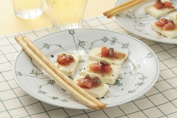 クリームチーズのトマトアンチョビのせ