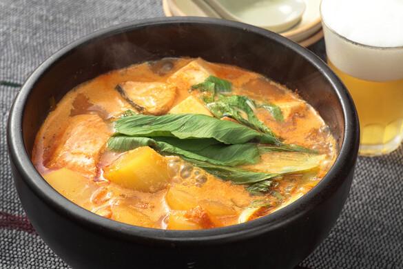 鮭とジャガイモの豆乳チゲ