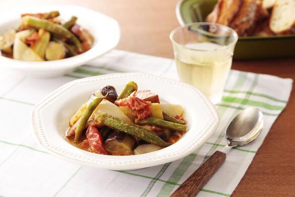 夏野菜とベーコンのスパイシー煮込み