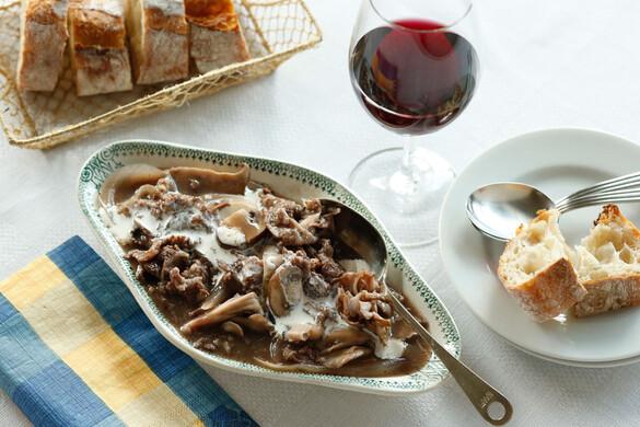 牛肉とキノコの赤ワイン煮込み