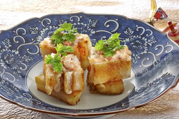 鮭とお餅の揚げないカツレツ 烏賊の塩辛ソース
