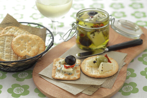 チーズのハーブオイル漬け <びん詰め冷蔵保存食>