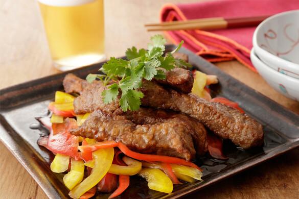 牛ステーキとパプリカのがっつりサラダ