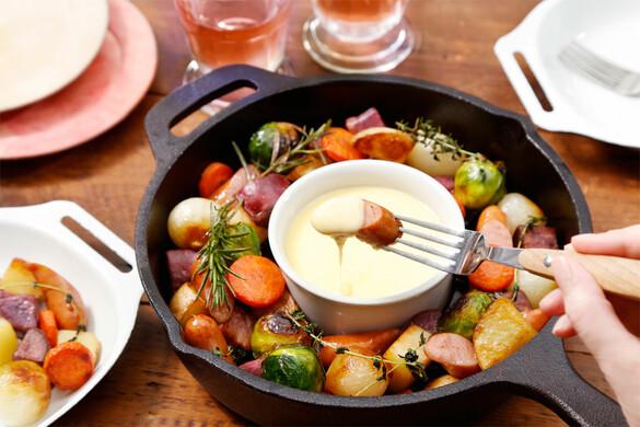 いろいろ野菜とソーセージのスキレットフォンデュ