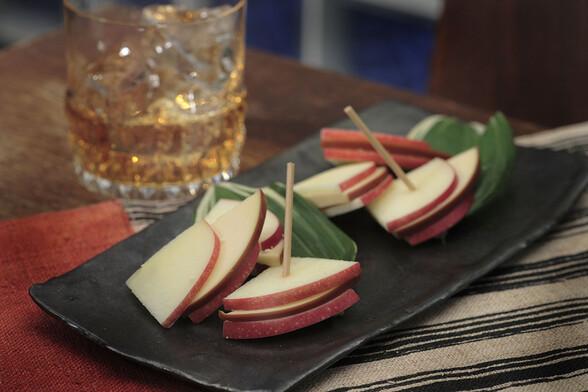 スモークチーズとリンゴのミルフィーユ仕立て