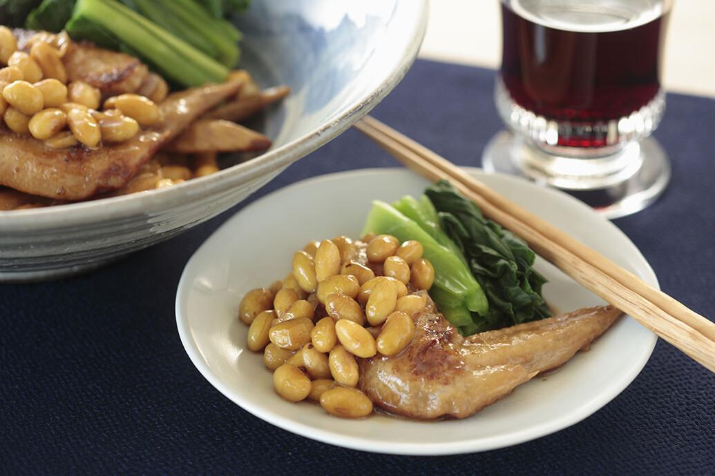 小松菜と鶏手羽先と大豆の煮込み