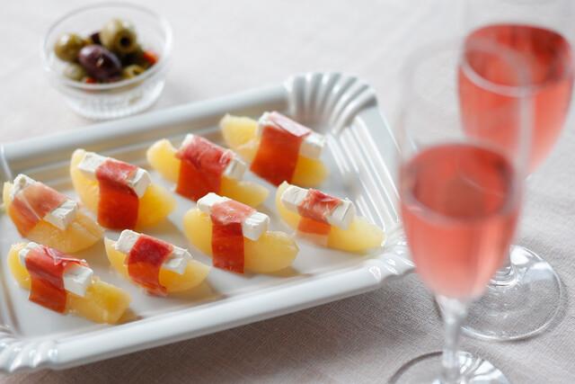 桃と生ハムとクリームチーズの前菜