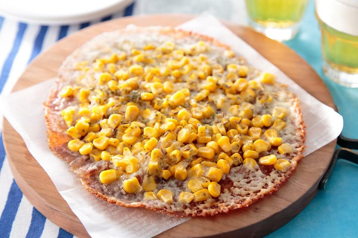 トウモロコシのパリパリチーズピザ