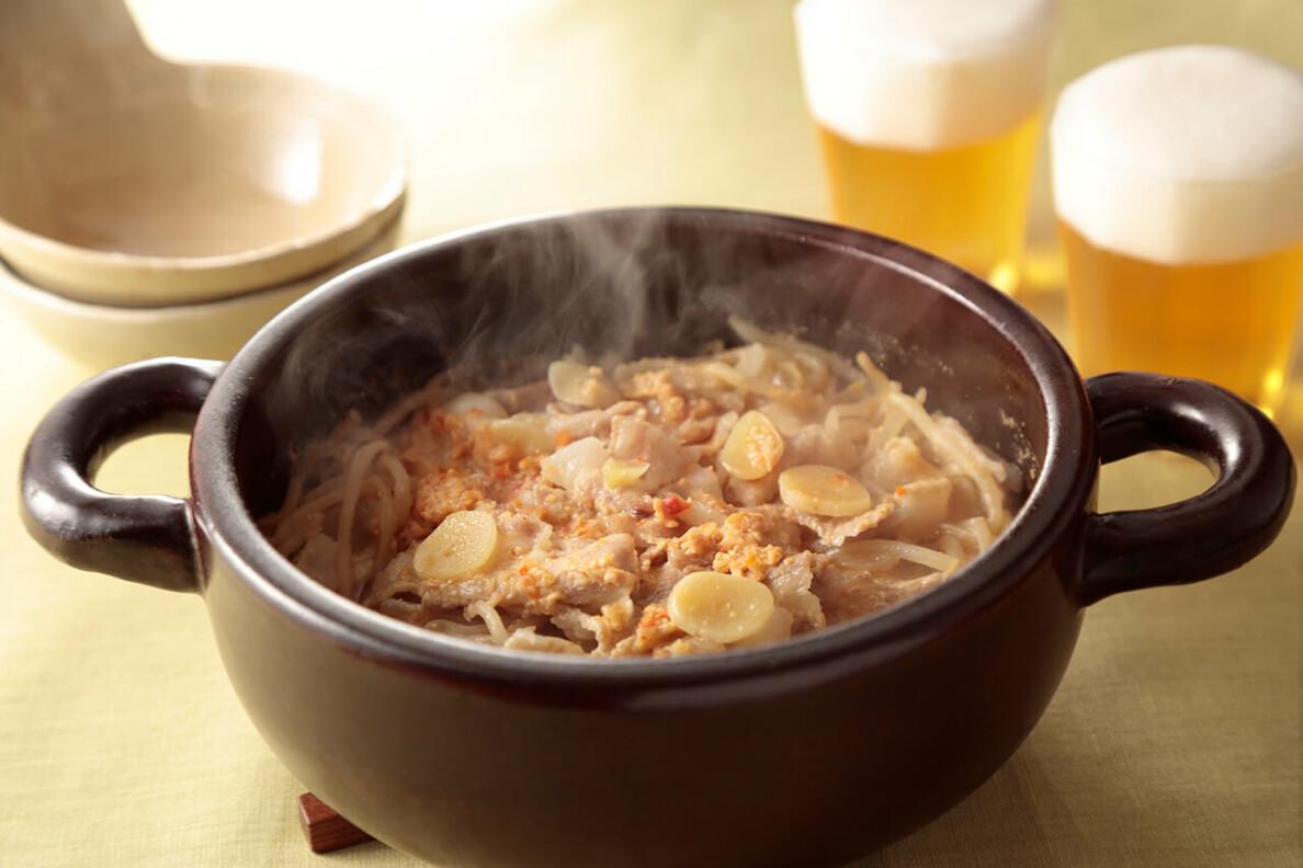 豚肉ともやしの辛味噌小鍋